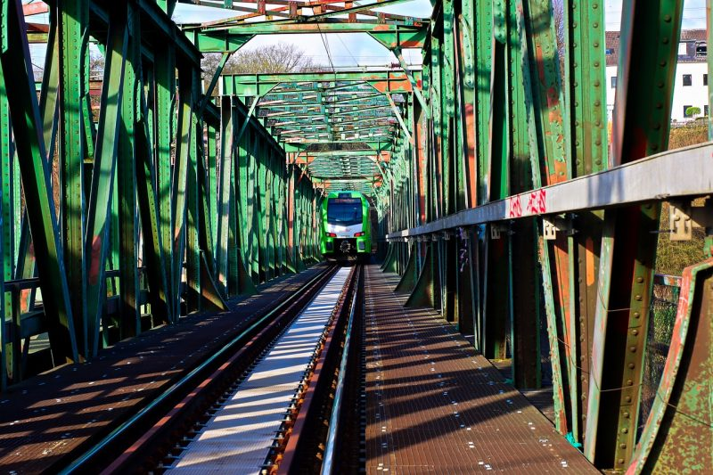 Railway Bridge Train Railroad  - furbymama / Pixabay