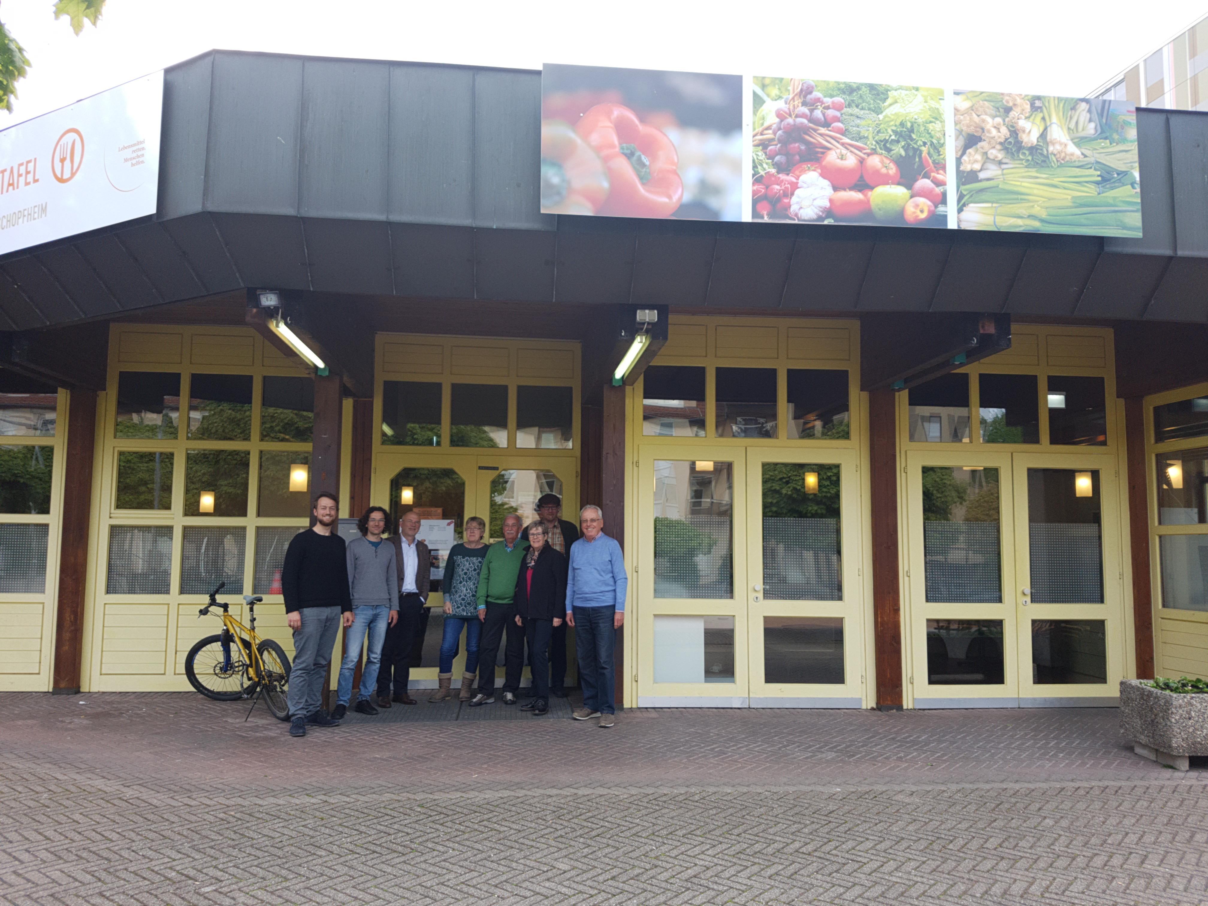 Grüne Schopfheim vor dem Eingang zum Tafelladen