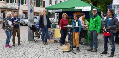 Bündnis 90/Die Grünen vor Ihrem Wahlstand am Markt in Schopfheim